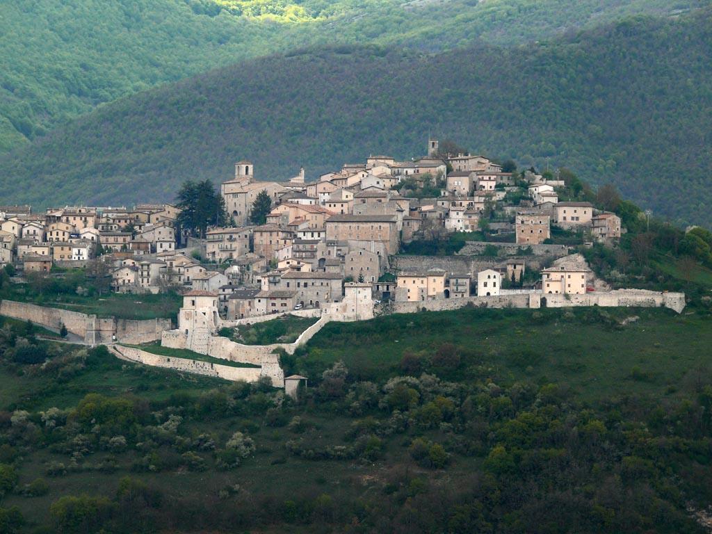 View of Monteleone di Spoleto, Italy. Source: Wikimedia Commons
